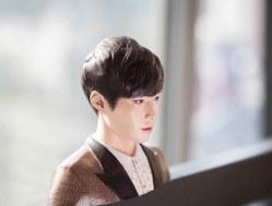 EXO中国成员张艺兴胸像
